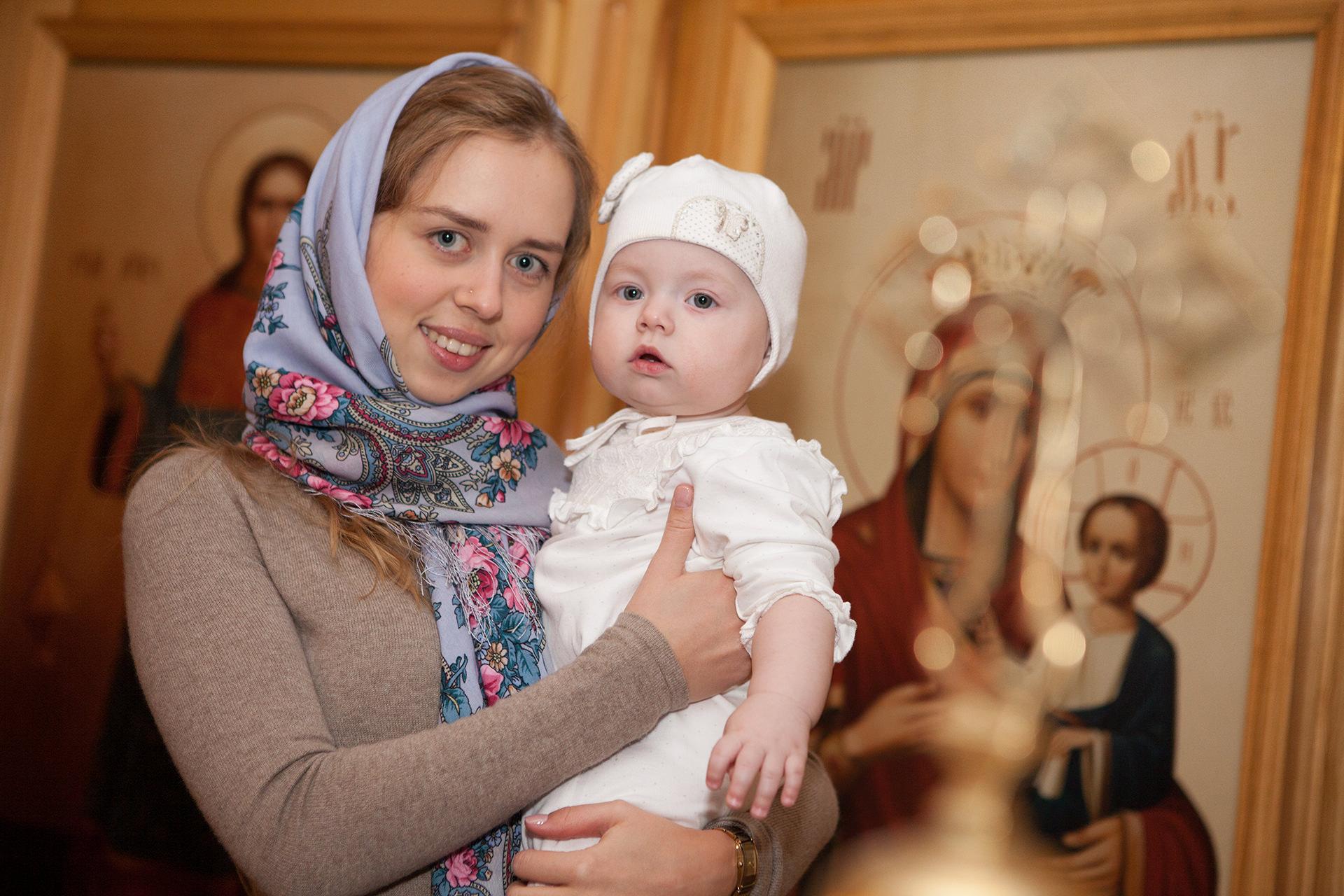 Крестины подарок матери от крестного ее ребенка